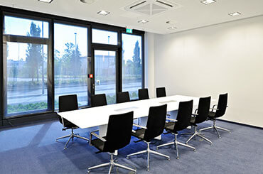 konferenzraum-mieten-business-center-in-frankfurt-main-flughafen-airport-gateway-gardens-1.jpg